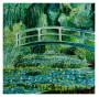 Puente sobre estanque de nenúfares